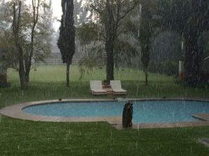 tormentas en la piscina